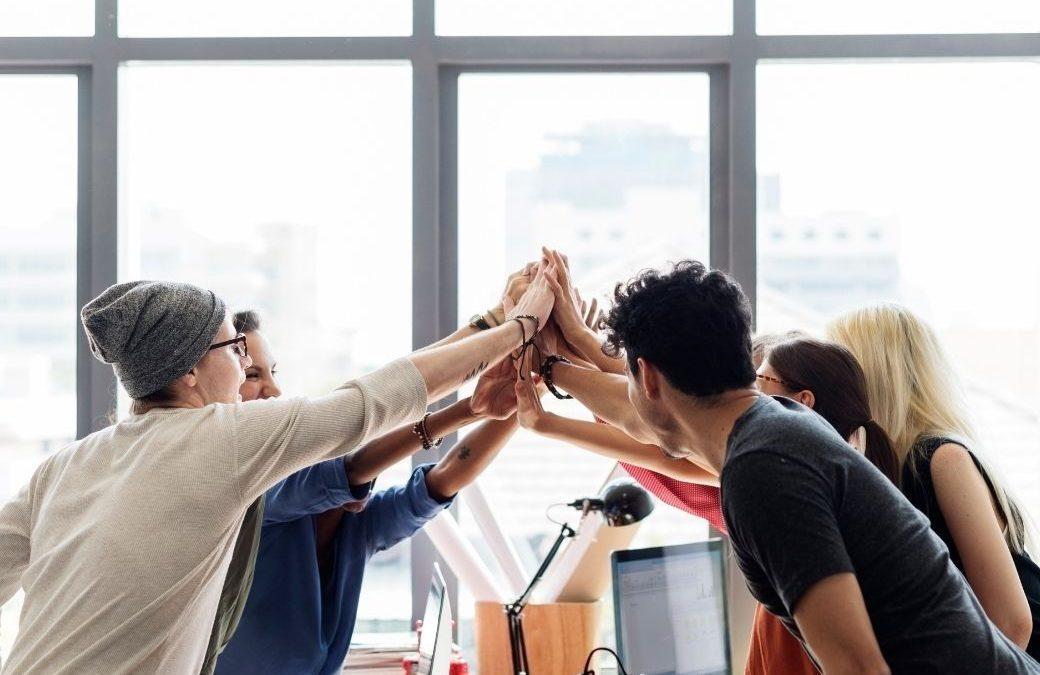 你還在找廣告公司幫你寫徵才文案嗎? 「新創小公司的徵才文,應該怎麼寫才好呢?」 相信這是許多中小企業主心裡的疑問吧! 《財報狗技術部落格》作者:Gary Chu 在其部落格文章中大方分享 #幫公司獲得近乎十倍的履歷 關鍵的要素為: 🌟要同時從公司的需求以及求職者的角度去思考🌟 阿玉仔與Anita就曾討論我們希望JTK徵才的關鍵要素有: ⭕️面對挑戰全力以赴 ⭕️面對問題想辦法解決 ⭕️面對考驗嚴正以待,但卻又不失幽默感 ⭕️樂於學習跟幫助別人 ⭕️交代好事項,會想辦法搞定 事實上擁有這樣的能力者相信不在少數,而這樣的關鍵要素其實每家企業都不盡相同。能夠找到自身企業的徵才關鍵,即是邁出成功招募的第一步! 再者企業主的徵才文案也需要以「雙贏」的角度去思考,是從求職者心態思維,亦是以企業主心態做考量。可參考四不原則: 1️⃣ 不好高騖遠 以企業現況找適合的人才,而非以【未來可能會用到】的人才去衡量。確實在未來,企業發展到一定程度的時候,仍需要再招聘新員工,會認為現在就找好,未來可以不用「再做一次」。 但若從這種看似投機的角度來思考,便容易招攬到不符合企業現況的人才。其結果不外乎應聘者認為該企業現況不符合自己期待,而離職。或根本找不到人才。 2️⃣ 不傲睨自若 企業主應以自身實際需求為考量徵才,而非依據大型企業條件來徵才。倘若中小企業主以大型企業條件來徵才,將可能導致乏人問津的狀況。 畢竟曾經待過大企業的應聘者,找工作時不可能自降身價。而沒有待過大企業的應聘者,看到居然連中小企業都開出這麼不具CP值的條件,即使其他公司福利較差,也不會願意選擇「錢少、事多、離家遠」的工作。 3️⃣ 不有樣學樣 翻開各大徵才報與人力資源網站會發現,許多中小企業的徵才文案元方季方。這使得求職者眼花撩亂之外,最終企業主花了大把的鈔票做廣告,招募廳前依舊門可羅雀。 企業主可以依據自身的企業文化、特色、商業優勢的角度,以及「企業精神」作為徵才的根本。 畢竟One man's meat is another man's poison. 蘿蔔青菜,各有所愛。倘若不在徵才時就先篩選出符合自身企業精神的人才,又如何能期盼未來這位員工能和你有著同一條心呢? 4️⃣ 不敷衍了事 企業主在廣開徵才大門的同時,應期盼有著「看不完的履歷表」這類的狀況發生才對。而多數的中小企業主忙裡忙外、分身乏術,在缺乏優秀員工、專業HR的同時,必須自己跳下來處理面試問題,經常會發生體力透支、耐心匱乏的情形。 因此學習如何使用精準的徵才術,不敷衍了事的去面對每一張履歷表,成了中小企業主必備的工具了! 近期Anita推出了【不再看走眼:精準徵才術】線上音頻課程 相信中小企業主在上完這門課之後,便身懷30個超精準面試秘訣,讓中小企業節省高價的招募隱形成本! 傳送門:https://wp.me/PaIpp1-fBk 文章節錄:https://reurl.cc/v1oVya